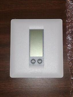 Robertshaw 300-203-A 24 Non-Programmable Wall Thermostat